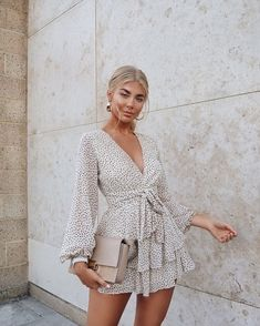 A selection of summer outfits to finish the week inspired. Don't miss our weekly outfit curation for the weekend. Rain or shine, you'll look and feel amazing. Cute Dresses, Casual Dresses, Casual Outfits, Summer Dresses, Elegant Summer Outfits, Easy Outfits, Short Outfits, Summer Clothes, Elegant Dresses