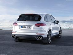 2016 Porsche Cayenne Turbo S Back - http://car-pictures.info/2016-porsche-cayenne-turbo-s-back/