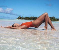 Ideas For Swimwear Photoshoot Fit Beach Photography Poses, Beach Poses, Beach Shoot, Summer Photography, Photo Summer, Summer Pictures, Beach Pictures, Beach Girls, Beach Babe
