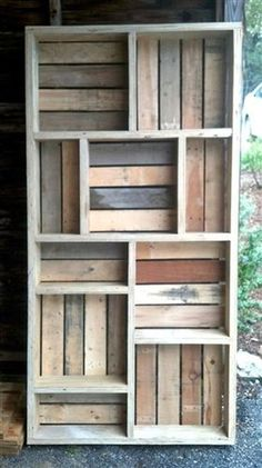 Reclaimed Pallet Wood Bookshelf by CameronFischerDesigns See more about Wood Bookshelves, Pallet Wood and Woodworking. Photos from the si. Wooden Pallet Projects, Pallet Crafts, Diy Pallet Furniture, Furniture Ideas, Diy Projects, Palet Projects, Garden Furniture, Palette Furniture, Corner Furniture