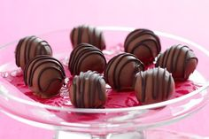 Toffee truffles Peanut Butter Truffles, White Chocolate Truffles, Oreo Truffles, Decadent Chocolate, Chocolate Treats, Chocolate Peanut Butter, Christmas Truffles, Cooking Chocolate, Truffle Recipe