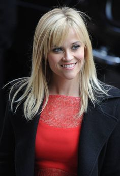 Reese Witherspoon avec une frange effilée sur le côté Reese Witherspoon with tapered bangs on the si Fringe Hairstyles, Hairstyles With Bangs, Wedding Hairstyles, Reese Witherspoon Hair, Short Braids, Auburn Hair, Healthy People 2020 Goals, Braided Updo, New Hair