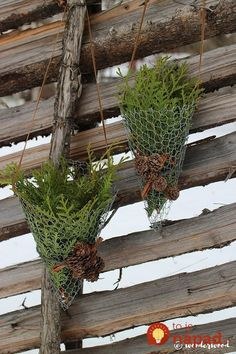 Decorate your winter garden with rustic chicken wire cornets filled with anything you have by hand (in Norwegian and English) Christmas Tree Tops, Diy Christmas Ornaments, Outdoor Christmas, Winter Christmas, Christmas Wreaths, Christmas Decorations, Diy Xmas, Christmas Ideas, Holiday Decor