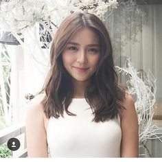Love is like the sun,Love is in the air,Love is every where. Kathryn Bernardo Hairstyle, Kathryn Bernardo Photoshoot, Kathryn Bernardo Outfits, Filipina Actress, Filipina Beauty, Hair Color Asian, Asian Hair, Debut Hairstyles, Instagram Hairstyles