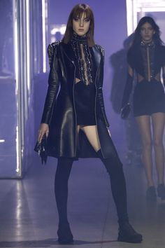 See the complete Philipp Plein Fall 2016 Ready-to-Wear collection.