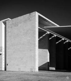 "hb on Instagram: ""Expo '98 Portuguese National Pavilion • Álvaro Siza Vieira • Lisbon, Portugal.  #architecture #architecturephotography #expo98…"" Portugal, 98, Marina Bay Sands, Architecture, Instagram, Building, Scallops, Arquitetura, Buildings"
