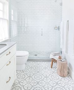 Beautiful bathroom design with white brick wall decor. It look so elegant.