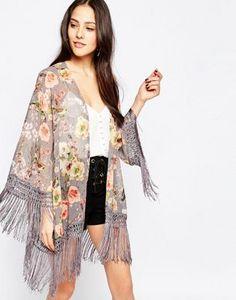 Jessica Wright - Suzie - Kimono à fleurs et franges