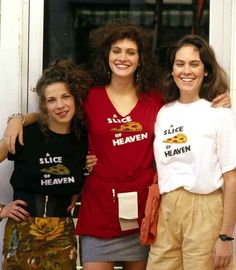 The Pizza at Mystic Pizza is a Slice of Heaven.Lili Taylor, Julia Roberts and Annabeth Gish from Mystic Pizza Mystic, Connecticut 80s Movies, Great Movies, Movie Tv, Pride Movie, Movie Blog, Awesome Movies, Watch Movies, Movie List, Julia Roberts Mystic Pizza