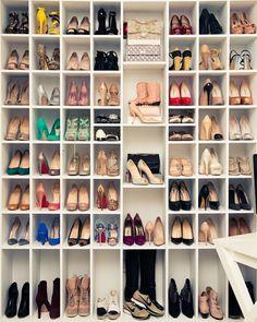10 fotos de closets de zapatos que te encantarán