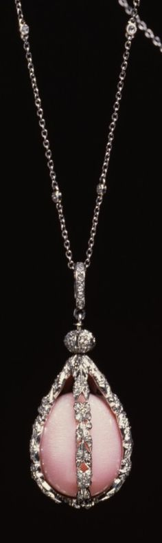 Tiffany & Co. - A rare Edwardian platinum, conch pearl and diamond sautoir, 1900-1910. This pink pearl from the Common Conch is extremely rare. It is mounted in a platinum cage of five bands of leaves and blossoms set with minute diamond sparks. The long 20 inch chain on which the pearl is suspended is set with a diamond at every thirtieth link. #Tiffany #Edwardian