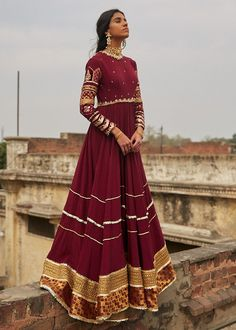 Then you have to see these Pakistani Gharara by designer Mohsin Naveed Ranjha. Pakistani Fancy Dresses, Pakistani Fashion Party Wear, Pakistani Wedding Outfits, Indian Gowns Dresses, Pakistani Bridal Dresses, Pakistani Dress Design, Bridal Outfits, Indian Fashion, Pakistani Gharara
