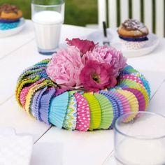DIY-Anleitung: Tischkranzdeko mit Muffinförmchen