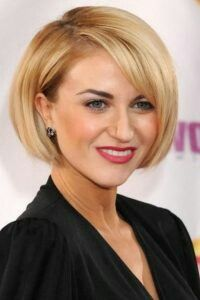 The Best Celebrity Short Haircuts, It's no surprise that short haircuts have been taking over the beauty world this year more than ever before. A short haircut often packs more punc. Celebrity Short Haircuts, Bob Style Haircuts, Bob Haircut With Bangs, Wavy Bob Hairstyles, Short Hair With Bangs, Short Hair Cuts, Short Hair Styles, Short Hair Model, Bobs For Thin Hair