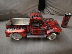 Hell Old Ford pickup (soda can) ~ Vereckei Tibor rajzai Coke Can Crafts, Beer Crafts, Recycle Cans, Diy Cans, Beer Can Art, Mercedes S320, Pop Can Art, Aluminum Can Crafts, Monster Crafts