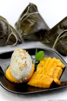 "Xôi xoài Thái Lan, in Vietnamese, literally translates to ""mango sticky rice from Thailand"""