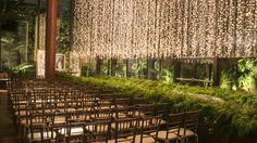 Decoração cerimônia casamento contemporâneo luzinhas ( Decoração: Disegno Ambientes por Luis Fronterotta | Foto: Roberto Tamer )
