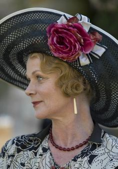 Downton Abbey's costume designer Anna Mary Scott Robbins on the exquisite gowns and accessories of Season 6 as seen on Downton Abbey on MASTERPIECE on PBS. Downton Abbey Costumes, Downton Abbey Fashion, Samantha Bond, Downton Abbey Season 6, Dowager Countess, Maggie Smith, Lady Mary, Persona, Actors