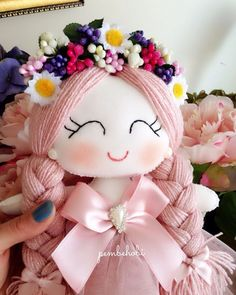this tiny dancer wears a pale pink leotard with a sparkling tutu, gold speckled leg warmers and a faux fur cape. a tiny trio of stars encircles her… – Page 462885667953429884 – BuzzTMZ Felt Dolls, Crochet Dolls, Doll Toys, Diy Arts And Crafts, Felt Crafts, Homemade Dolls, Tooth Fairy Pillow, Art Drawings For Kids, Felt Decorations
