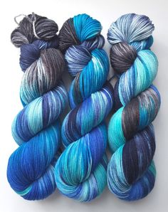 Crochet Yarn, Knitting Yarn, Yarn Inspiration, Spinning Yarn, Hand Dyed Yarn, Yarn Colors, Colour Schemes, Yarn Crafts, Bunt