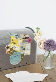 blog-mariage-la-mariee-aux-pieds-nus-DIY-personnaliser-son-urne-de-mariage-avec-des-etiquettes-de-voyage-vintage-12