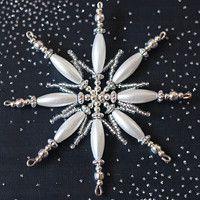Easy To Make Christmas Ornaments, Christmas Ornaments To Make, Snowflake Ornaments, Beaded Ornaments, Christmas Snowflakes, Pearl Decorations, Xmas Tree Decorations, Wire Crafts, Christmas Crafts