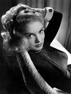 Janet Leigh, Golden Age of Old Hollywood Hollywood Vintage, Hollywood Icons, Old Hollywood Glamour, Golden Age Of Hollywood, Hollywood Stars, Hollywood Actresses, Classic Hollywood, Actors & Actresses, Janet Leigh