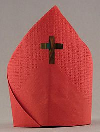 How to fold a Sinterklaas' miter napkin.