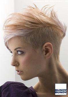Blond gesträhnter Short-Cut mit leichtem Undercut - Frauen Frisuren-Bilder - COSMOTY.de