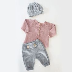 This post was discovered by ih Diy Knitting Clothes, Knitting For Kids, Baby Knitting Patterns, Baby Patterns, Baby Leggings, Baby Pants, Girls Fall Outfits, Knitted Romper, Baby Kids Clothes