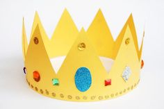 Free printable zigzag band template for making an easy paper crown. You can also use it as a pattern for decorating hats, bags, or any other craft project that needs a zigzag border or trim. Make A Crown, Crown For Kids, Diy Crown, Fun Crafts For Kids, Diy For Kids, Arts And Crafts, Kids Fun, Craft Activities, Preschool Crafts