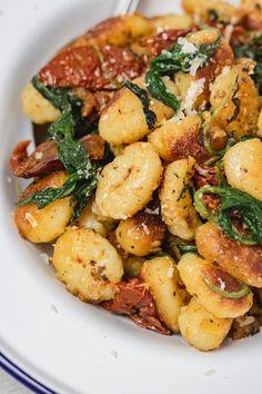 Veggie Recipes, Pasta Recipes, Vegetarian Recipes, Cooking Recipes, Healthy Recipes, Gourmet Dinner Recipes, Veggie Dinners, Healthy Food, Pan Fried Gnocchi