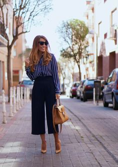CON DOS TACONES: STRIPES