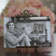 Cadre Photo rectangulaire Chehoma en verre biseauté et décor métal patiné doré et vieilli pour une Décoration ambiance brocante de la Maison.