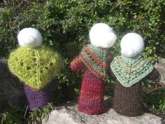The back view of Mother Earth dolls. Some Mothers Earth for the seasonal table would be good-maybe the bodies made out of felt with knitted or crotched shawls.
