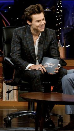 Harry Styles as a host at The Late Late Show- 12/12/2017 ❤