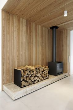 Image 11 of 32 from gallery of Family House Neveklov / ATELIER KUNC architects. Photograph by Jan Vrabec Home Fireplace, Modern Fireplace, Fireplace Design, Fireplaces, Modern Barn House, Wood Burner, Industrial House, Architecture Details, Building A House