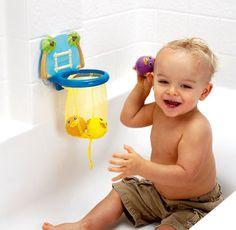 Игрушки для ванны Баскетбол Munchkin 12+      Теперь в ванной можно не только принимать водные процедуры, но и забивать настоящие голы! Игрушки-брызгалки и настоящее баскетбольное кольцо на присоске ярких цветов придутся по душе каждому малышу.    В комплекте: баскетбольное кольцо и три рыбки-брызгалки.    · Баскетбольное кольцо на присоске надежно крепится на стену ванной и снимается, не оставляя следов;  · Сетка кольца обеспечивает удобное хранение рыбок-брызгалок;  · Игра отлично…