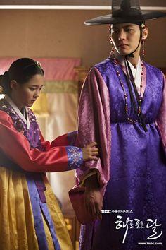 Korean Drama Movies, Korean Actors, Korean Dramas, Korean Traditional, Traditional Outfits, Emergency Couple, A Werewolf Boy, Mbc Drama, Jung Il Woo