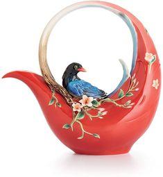 Amazon.com: Franz Porcelain Joyful Magpie Teapot: Home & Kitchen Ceramic Teapots, Porcelain Ceramics, China Porcelain, Ceramic Pottery, Porcelain Tiles, Teapots Unique, Vintage Teapots, Tea Pot Set, Teapots And Cups