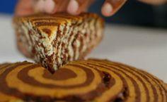 Bolo-mármore de chocolate e baunilha da Lorraine Pascale. Bolo diferente é fácil de fazer e basta misturar os ingredientes e dividir em duas partes.