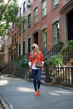 Blair Eadie wearing an orange J.Crew blazer, Frame denim, and M.Gemi flats with a Gucci bag // Click through for more blazer and jeans outfits and suiting style on Atlantic-Pacific Spring Summer Fashion, Autumn Winter Fashion, Orange Blazer, Red Blazer, Orange Shoes, Outfits Otoño, Spring Outfits, Casual Outfits, Blair Eadie