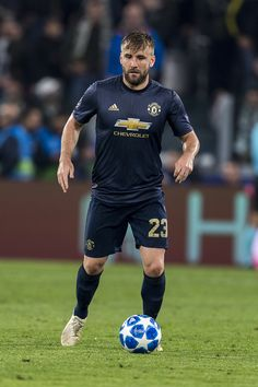 Luke Shaw fast becoming Twitter king with his take on THAT Pogba post Paul Pogba Manchester United, Manchester United Players, Man Utd Fc, Soccer Guys, Premier League Champions, Europa League, Man United, Football Players, Card Games