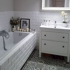 46 stunning small bathroom makeover ideas 4 aegisfilmsales 46 stunning small bathroom makeover ideas 4 aegisfilmsales Carl Larsson B der 46 Stunning Small Bathroom Makeover Ideas smallbathroom nbsp hellip Bathroom Inspiration, Shower Cubicles, Small Bathroom Makeover, Bathrooms Remodel, Rustic Bathrooms, Bathroom Interior Design, Bathroom Decor, Bathroom Design, Small Bathroom Decor