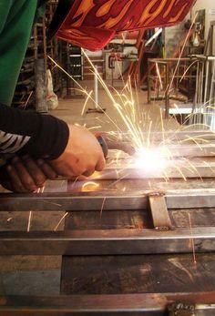 En Natural Wood realizamos trabajos profesionales de metalistería industrial a medida tanto para particulares como para empresas. Contacta con nosotros en nuestra web y te informamos sin compromiso. Industrial, Natural Wood, Nature, Zaragoza, Doors, Custom Furniture, Engagement, Naturaleza