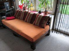 die besten 25 altes bettgestell ideen auf pinterest alte betten bettrahmen bank und bett machen. Black Bedroom Furniture Sets. Home Design Ideas