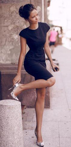 Vestido tubinho com scarpin - http://vestidododia.com.br/dicas/como-combinar-sapatos-com-vestidos/