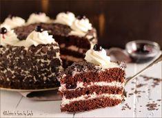 Torta Foresta nera ricetta originale Cherry Deserts, Happiness Recipe, Wine Recipes, Dessert Recipes, Chocolate World, Plum Cake, Italian Desserts, Happy Foods, Bakery Cakes
