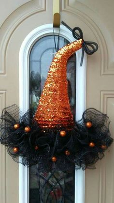 cute and simple black and orange halloween witch hat wreath Adornos Halloween, Halloween Hats, Halloween Ornaments, Halloween Projects, Holidays Halloween, Halloween Decorations, Halloween Wreaths, Holiday Hats, Holiday Wreaths
