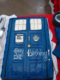 Doctor who birthday party inspiration on pinterest for Tardis template for cake